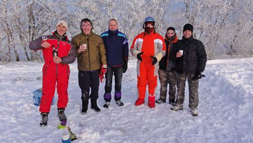 Les aérotimbrés...le cosmonaute au milieu c'est Guy avec sa combinaison a la Gaston Lagaffe, gants chauffants, combi climatisée, casque isolé, moon boots double paroi...;-)